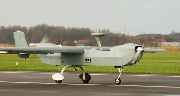 UAV B-Hunter au sol en démonstration